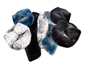 Шапки-ушанки, воротники из шкуры овчины и каракуля